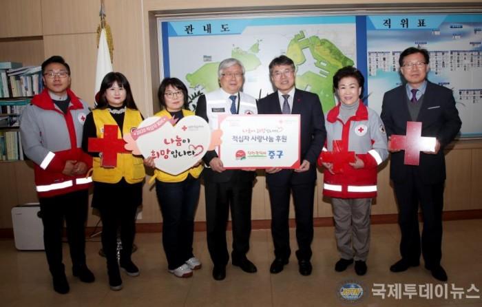 2-1 보도자료 사진(인천 중구 적십자 특별회비 전달 따뜻함 퍼지길).JPG