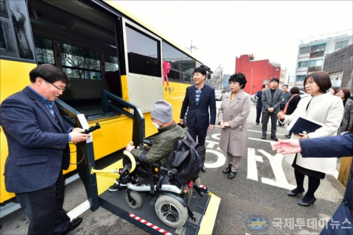 장애인특별운송사업 버스 전달식2020-02-13 (1).JPG